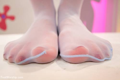 Sexy Feet Banging Picture 3