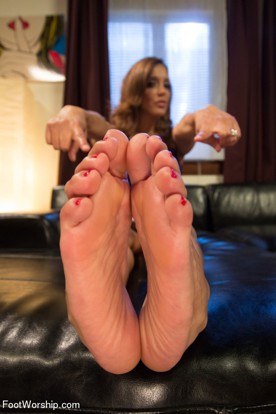 fetish galleries foot milf