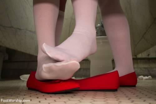 Lesbian Feet Fuck Picture 3