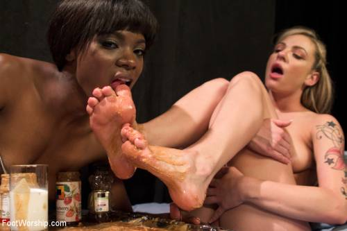 Female Feet Sex Picture 15