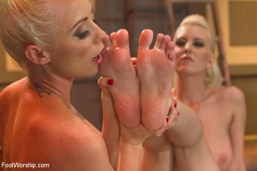 Lesbian Feet Banging Picture 8