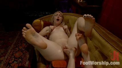 Feet Babes Sex -  Gypsy Foot Fuck Fortune