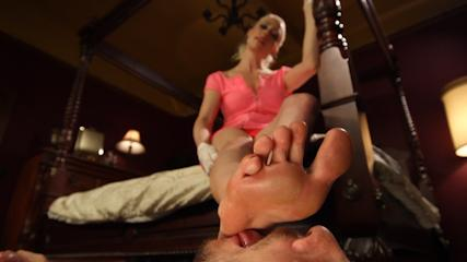 Sexy Female Feet Fuck -  Thanksgiving FEMDOM Foot Affair