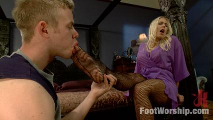 Sexy Legs Banging -  Physical Trainer Worships Sweaty MILF Feet Part 2